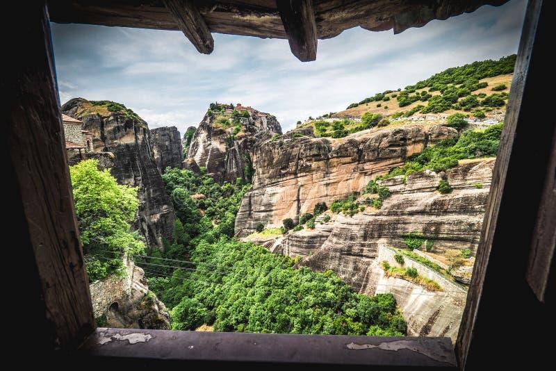 Venster aan Meteora De artistieke interpretatie van een venster aan gaat stock afbeelding