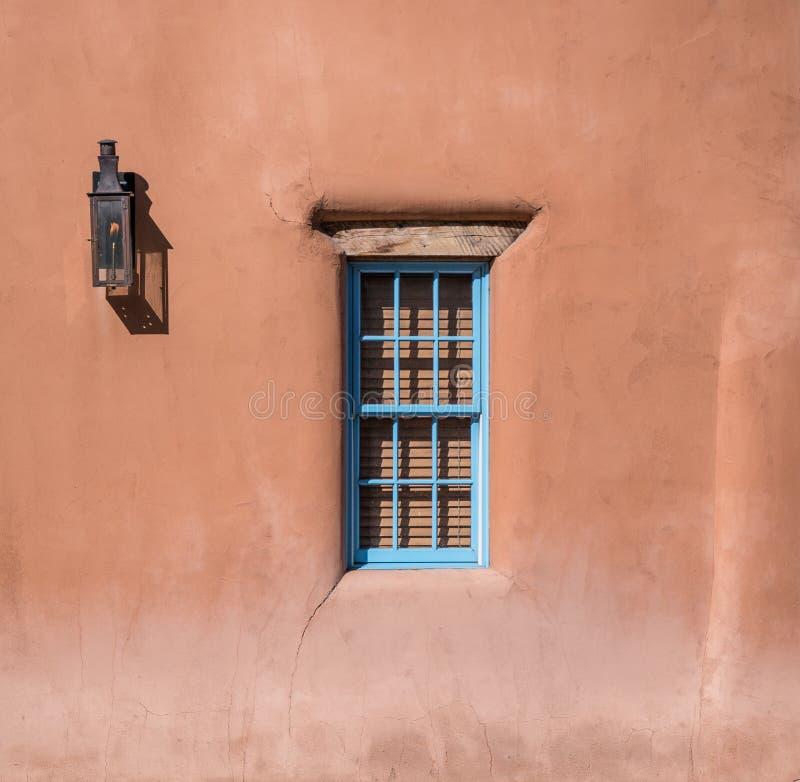 Venster in Adobe-Huis stock afbeelding