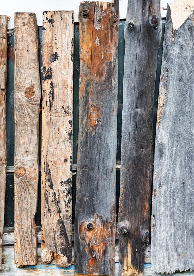 Venster dat omhoog met het houten verticale schot van de plankenclose-up wordt ingescheept, royalty-vrije stock foto