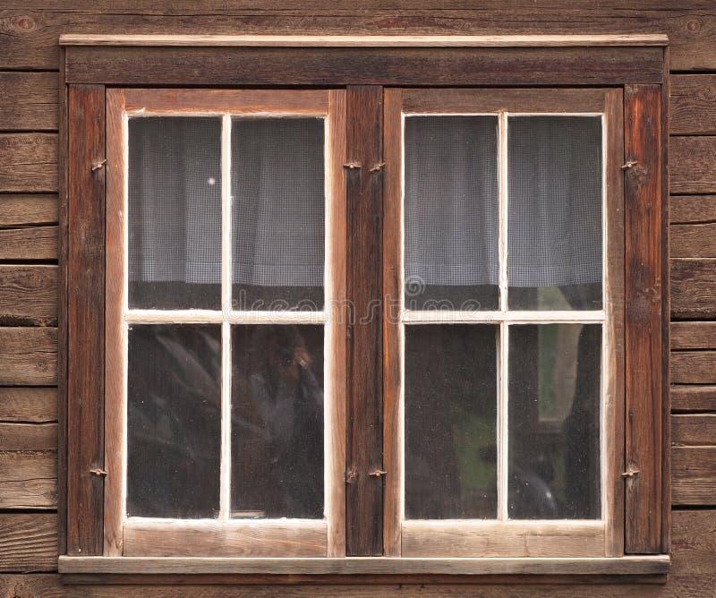 Venster in de Oude Houten Bouw royalty-vrije stock foto's