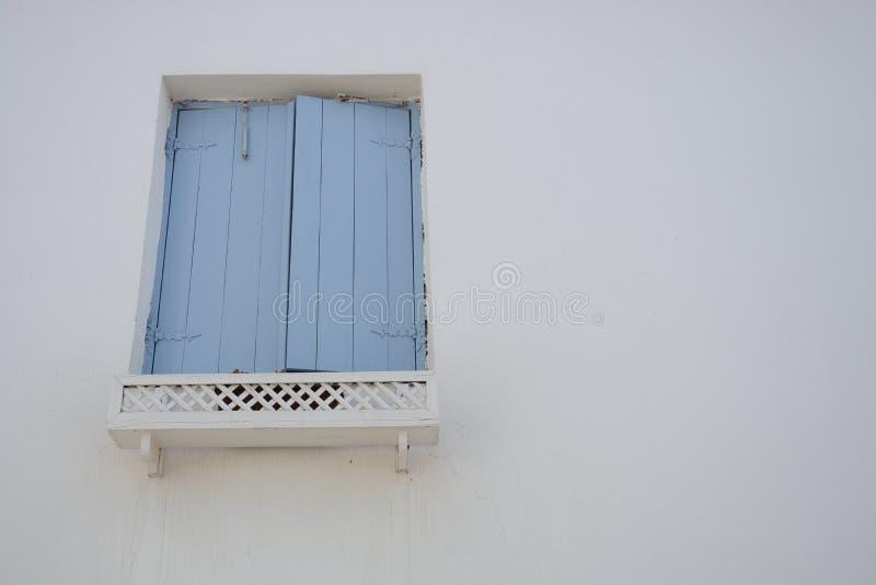 Venster met blinden stock afbeelding