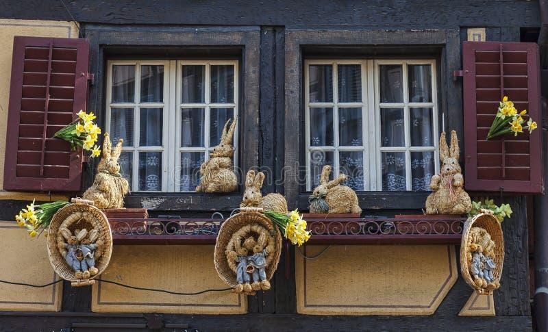 Venster Met Pasen-Decoratie Redactionele Stock Foto
