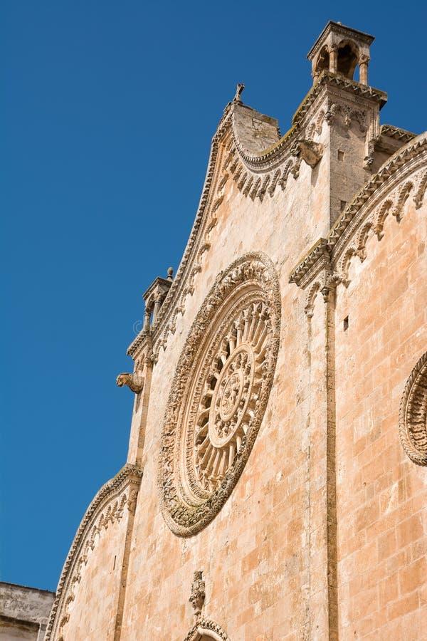 Venster op voorgevel van de kathedraal van Ostuni Itali? royalty-vrije stock afbeeldingen