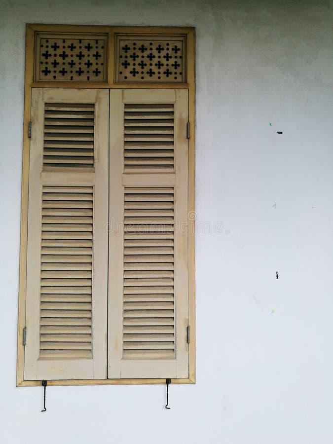 venster in oud stadhuis royalty-vrije stock foto