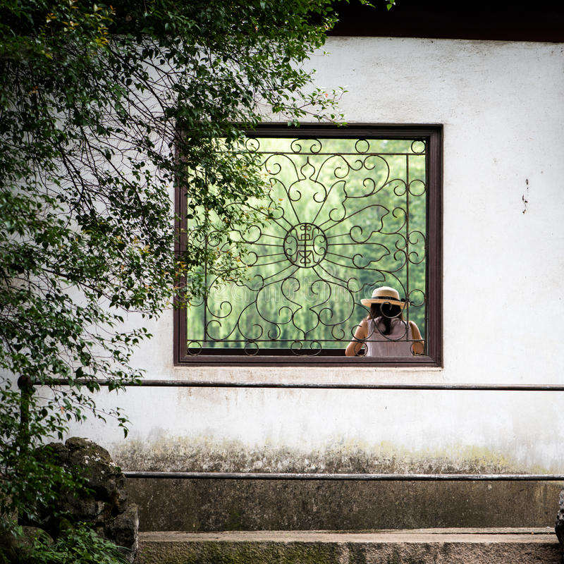 Venster in traditionele Chinese tuin royalty-vrije stock foto