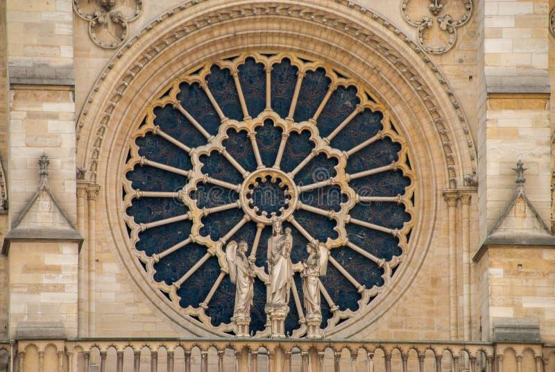 Venster van de kerk van Notre Dame de Paris kathedrale royalty-vrije stock fotografie