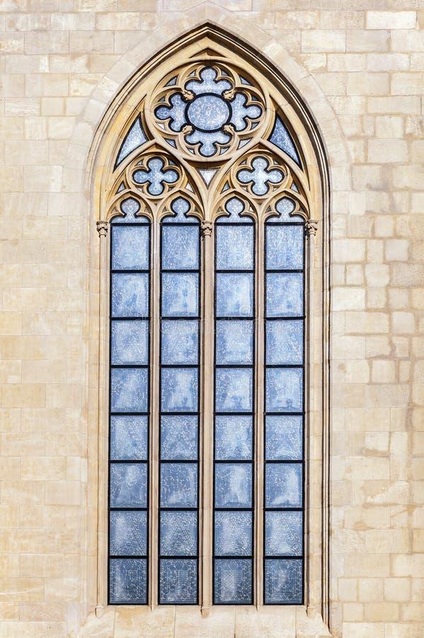 Venster van een Gotische kathedraal stock foto