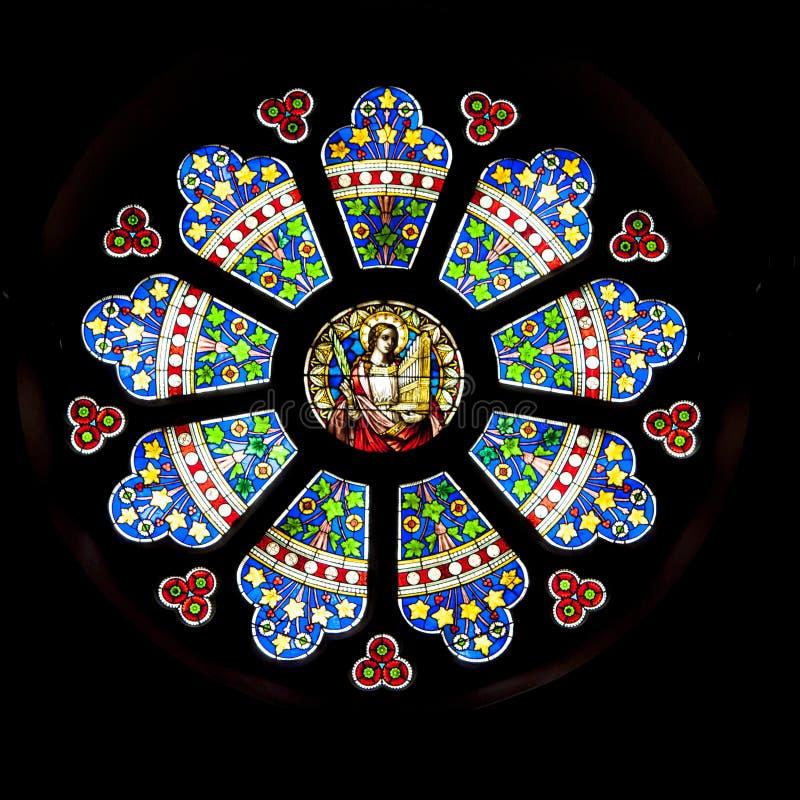 Venster van het rozet het geometrische siergebrandschilderde glas, Kerk St Lambertus, Mettmann, Duitsland