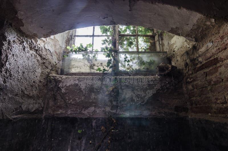 venster van kerker in kasteel royalty-vrije stock fotografie