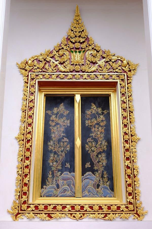 Venster van Thaise Koninklijke Ordeningszaal van Nonthaburi royalty-vrije stock fotografie