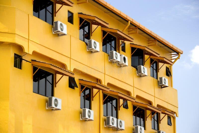 Vensters en Airconditioningstoestellen stock foto's