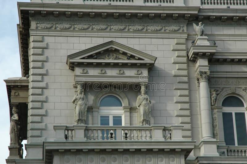 Vensters en balkon royalty-vrije stock afbeelding
