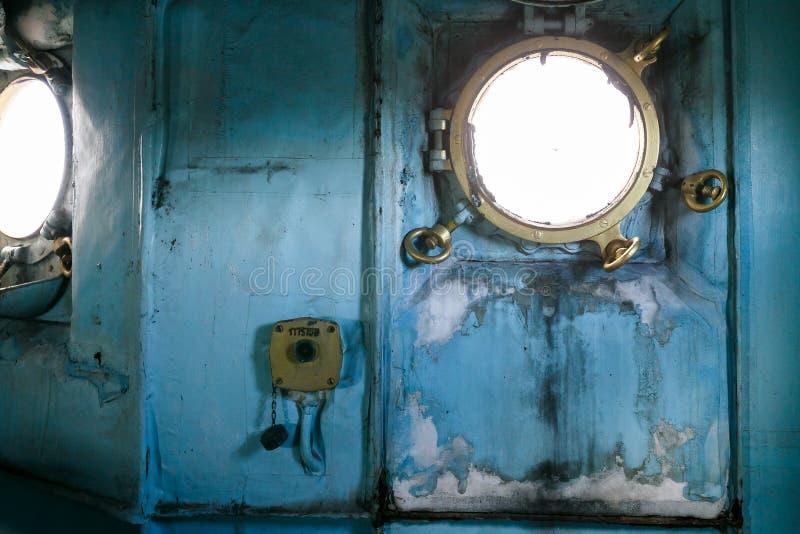Vensters in slagschip royalty-vrije stock fotografie