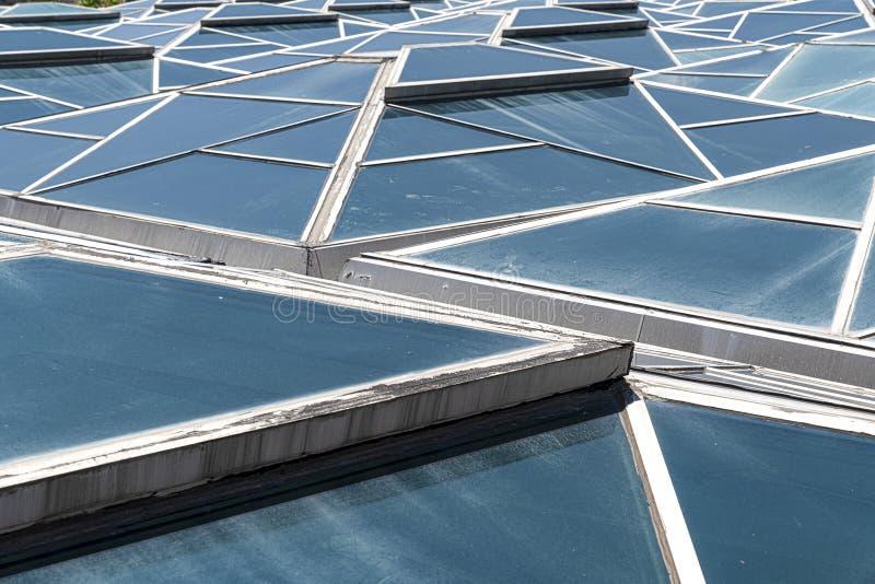Vensters Transparante plafond, dak of muur met generische glaseenheden Backlit structurele verglazing Close-up van moderne archit stock afbeelding