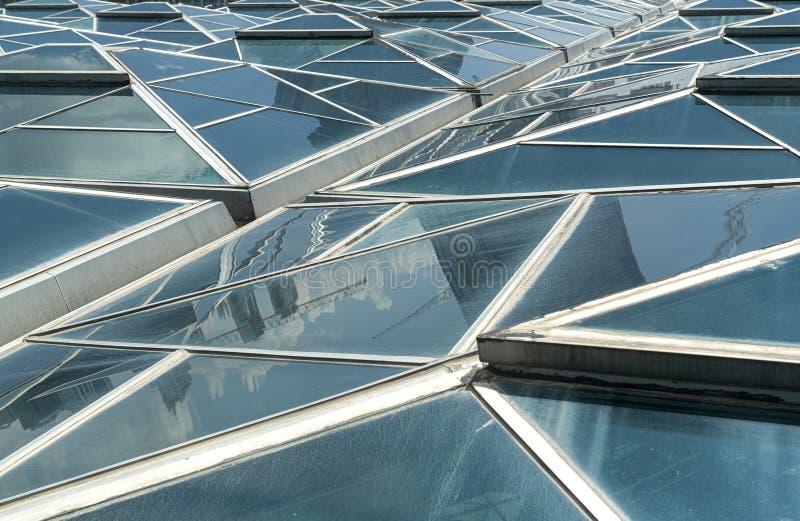 Vensters Transparante plafond, dak of muur met generische glaseenheden Backlit structurele verglazing Close-up van moderne archit royalty-vrije stock fotografie
