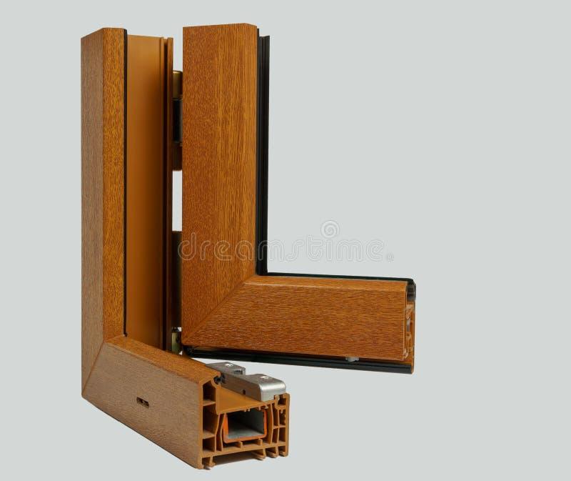 Vensterssectie met drievoudige verglazing en houten kader, het concept van de huisvernieuwing stock afbeelding