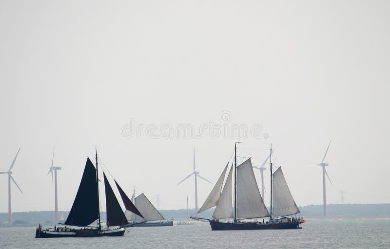 Vent pour la navigation et les moulins à vent images stock