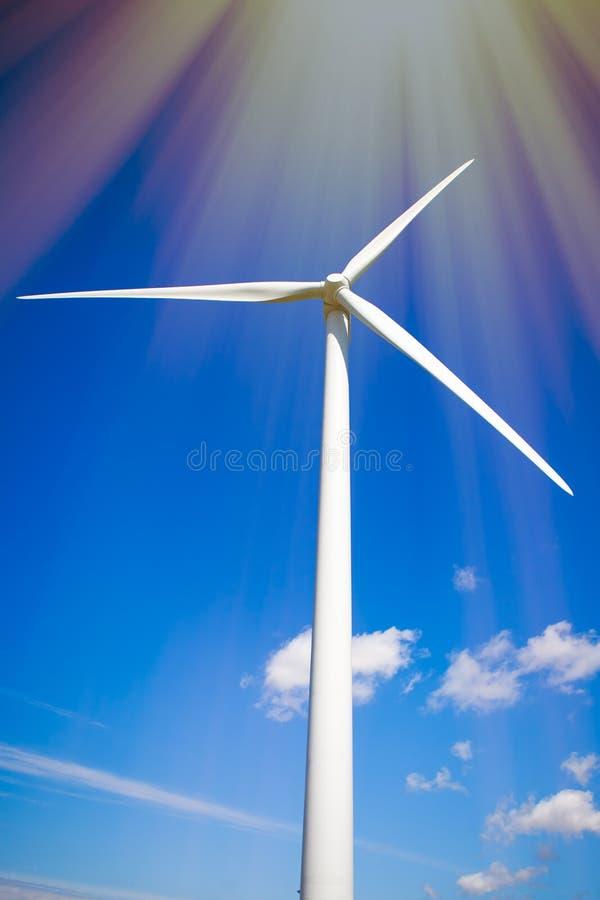 vent solaire de pouvoir Ressources viables pour l'énergie verte pro image libre de droits