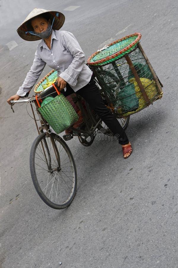 Venta con una bici foto de archivo