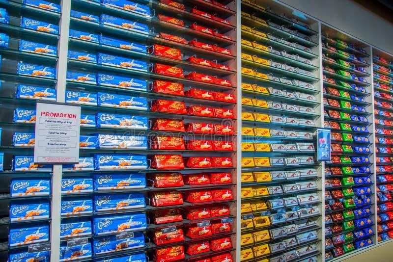 Venta de las barras de chocolate en la fábrica de Nestle en Suiza foto de archivo libre de regalías