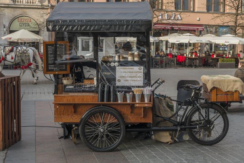 Venta del café en Kraków fotografía de archivo