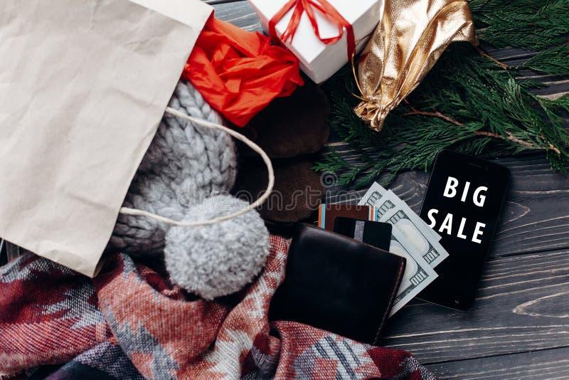 Venta grande texto especial del descuento de la oferta de la Navidad en el teléfono móvil imagen de archivo