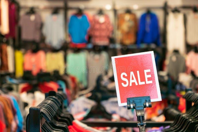 Venta maqueta de la publicidad visualización de la configuración del marco en el almacén del departamento de compras. Cartel de fotos de archivo