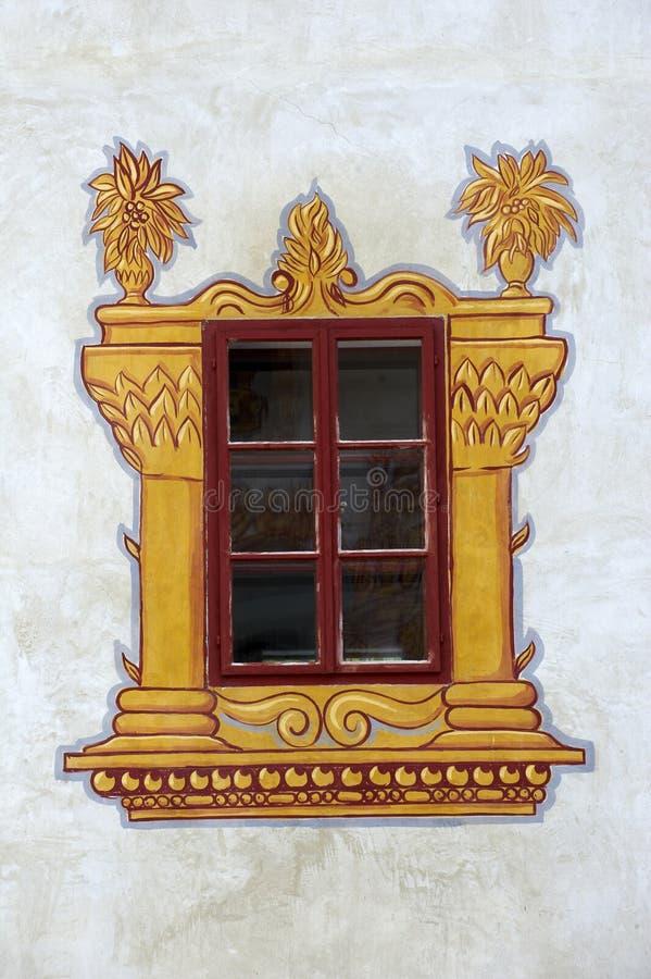 Ventana adornada del castillo imagen de archivo