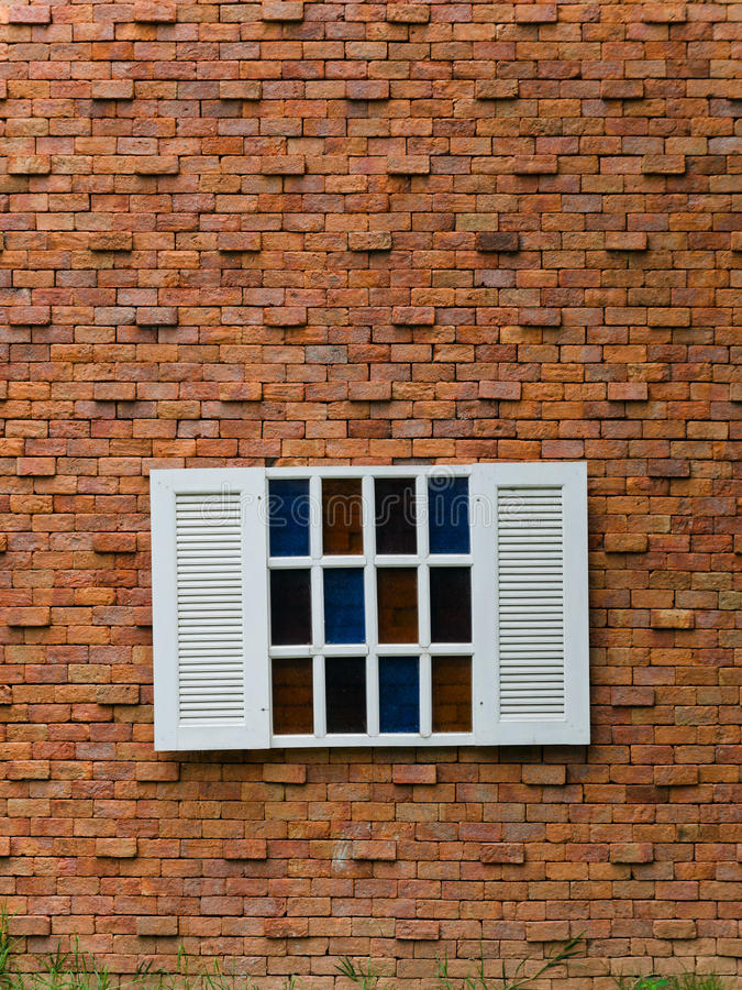 Ventana blanca falsa en la pared de ladrillo imagenes de for Pared de ladrillos falsa