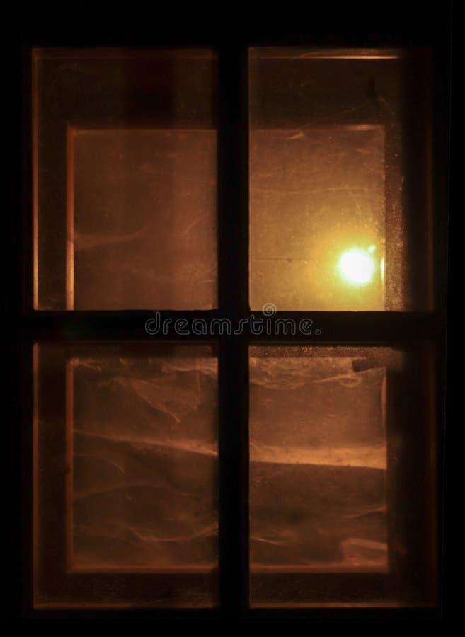 Ventana brillante en la oscuridad foto de archivo libre de regalías