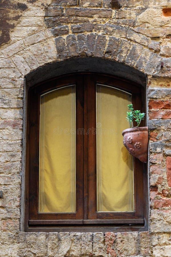 Ventana con de la casa vieja en Siena Italia fotografía de archivo libre de regalías