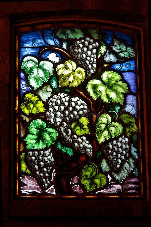 Ventana de cristal de las uvas de vino imágenes de archivo libres de regalías