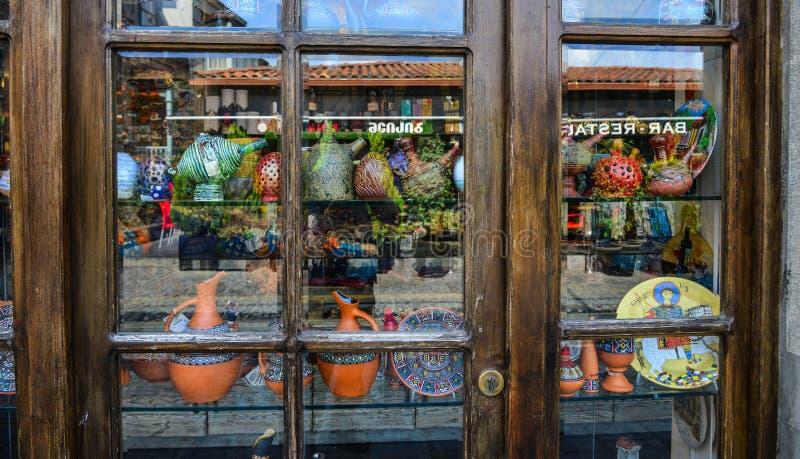 Ventana de cristal de la tienda de souvenirs imagen de archivo libre de regalías