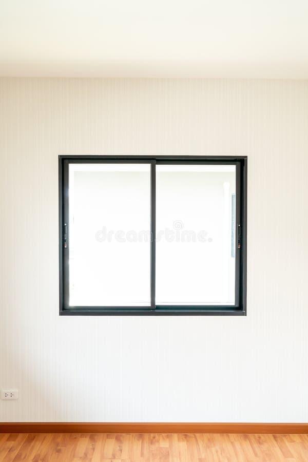 ventana de cristal y puerta vacías en hogar fotografía de archivo libre de regalías