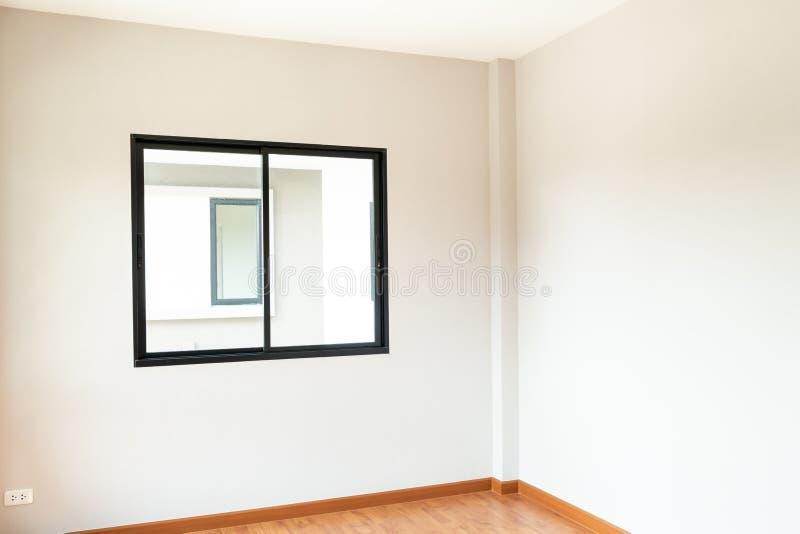 ventana de cristal y puerta vacías en hogar imagenes de archivo