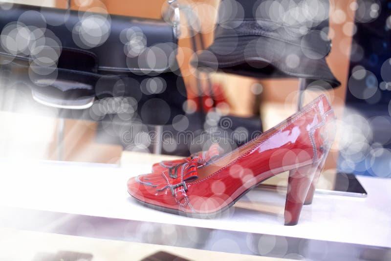 Ventana de exhibición del zapato foto de archivo libre de regalías