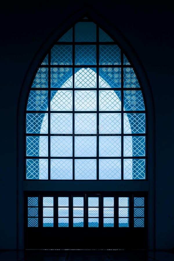 Ventana de la iglesia o ventanas de las mezquitas fotografía de archivo libre de regalías