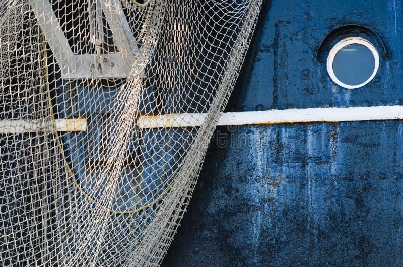 Ventana de la nave y del colgante abajo de redes foto de archivo libre de regalías