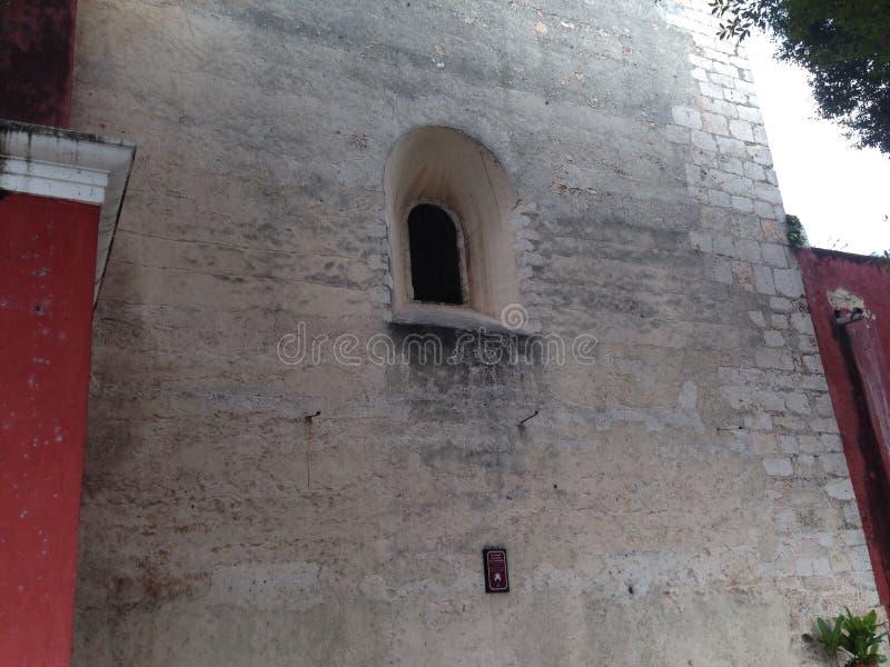 Ventana de la pared y fotografía de archivo libre de regalías