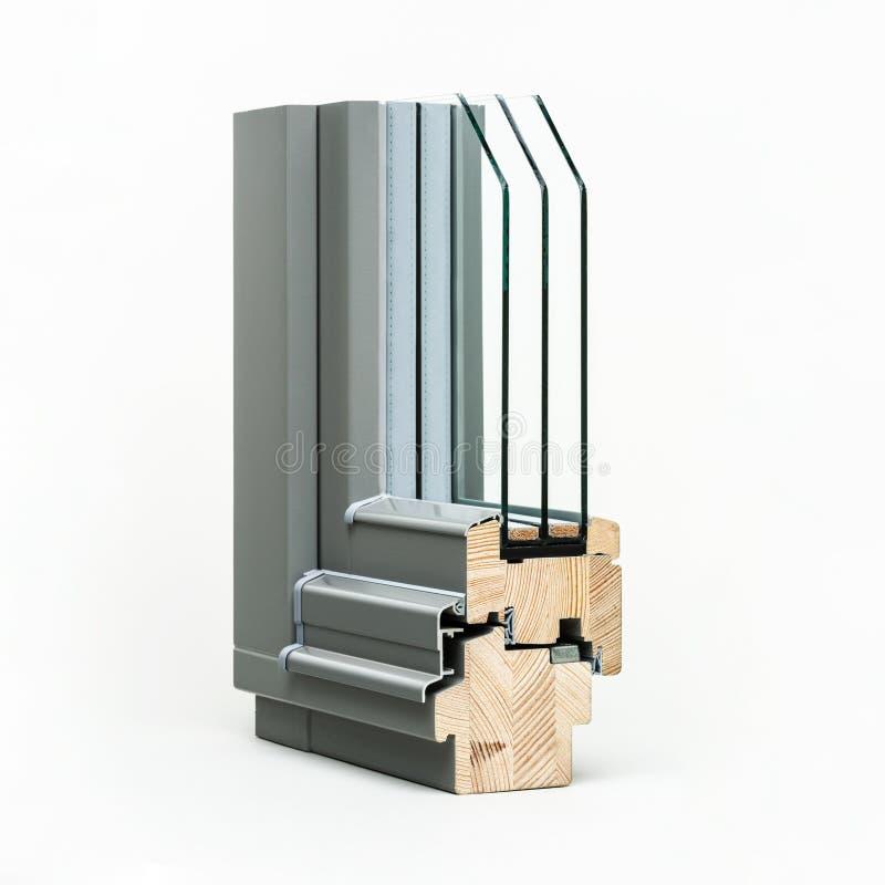 Ventana de madera con la muestra de aluminio del abrigo, aislada en el fondo blanco foto de archivo libre de regalías