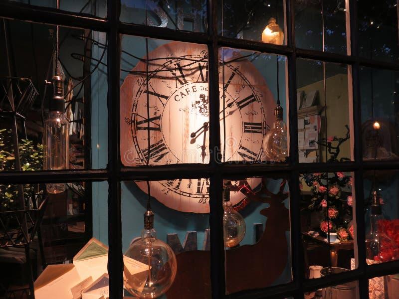 Ventana de tienda de Georgetown en la noche imágenes de archivo libres de regalías