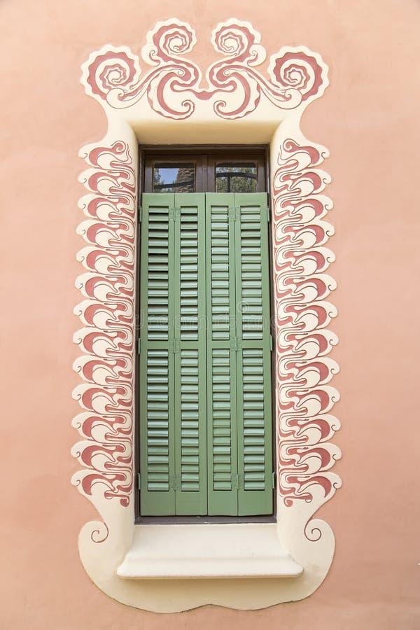 Ventana decorativa del museo de la casa de Gaudi fotografía de archivo libre de regalías