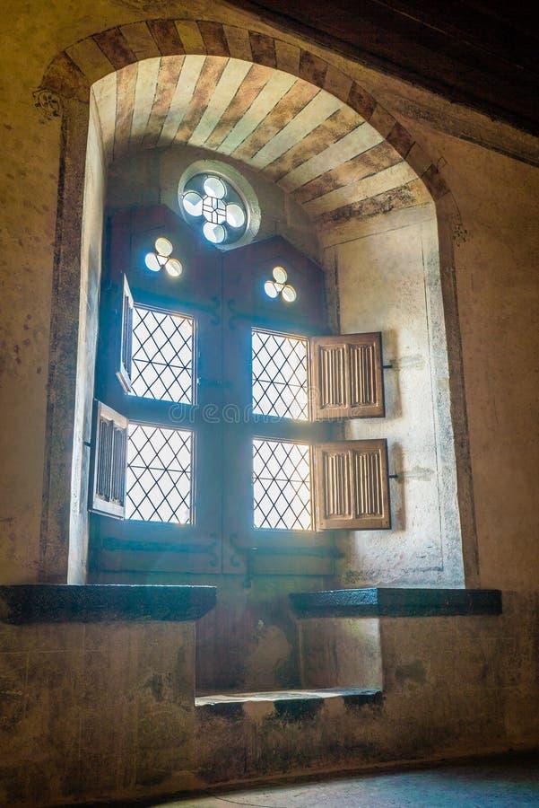 Ventana del castillo de Chillon imagen de archivo