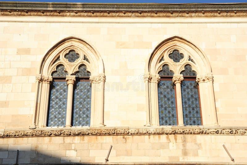 Ventana del palacio del rector en Dubrovnik fotografía de archivo