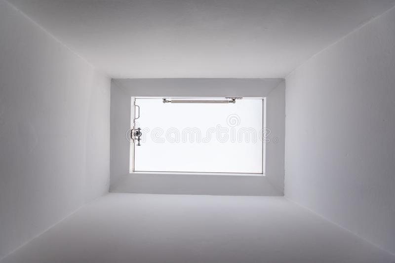 Ventana del tejado imagenes de archivo