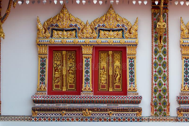Ventana del templo budista imagenes de archivo