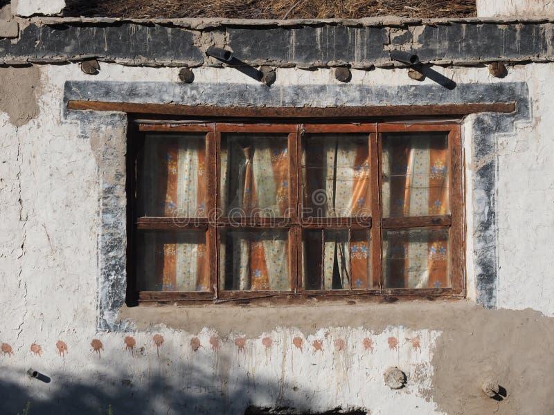 Ventana Del Vintage De Una Casa Rural: Marrón De Madera Viejo ...
