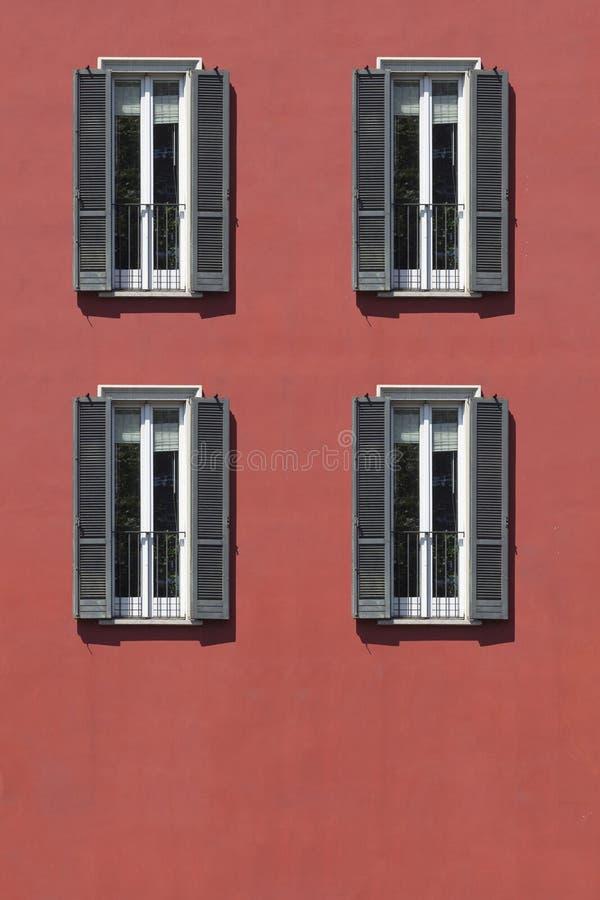 Ventana del vintage Ventana italiana clásica milano Italia Casa, hogar, al aire libre Edificio viejo fotografía de archivo