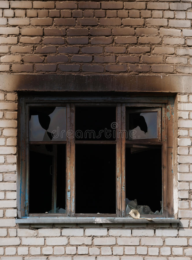 Ventana después del fuego foto de archivo libre de regalías