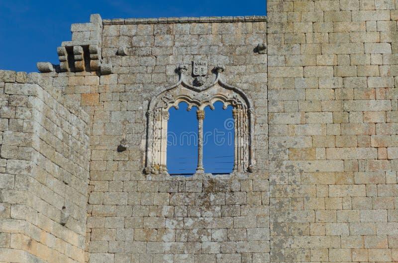 Ventana en el castillo de Belmonte, distrito del estilo de Manueline de Guarda portugal imágenes de archivo libres de regalías